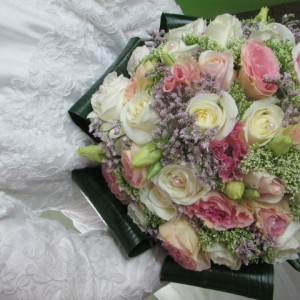 ורדים בשילוב טרכליום וניצנים (Small)