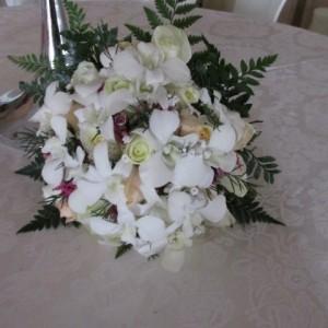 ורדים בשילוב סחלב צח (Small)
