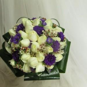 זר ורדים בשילוב אסתר (Small)
